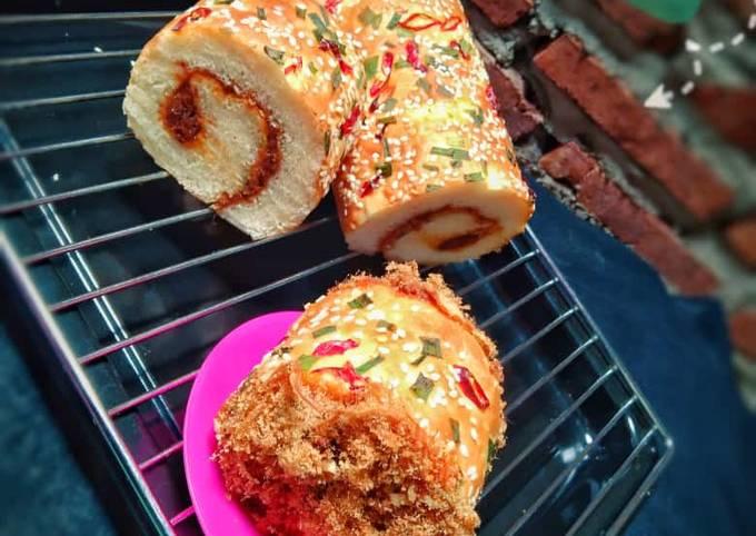 Roti Gulung Abon (Floss roll bun)