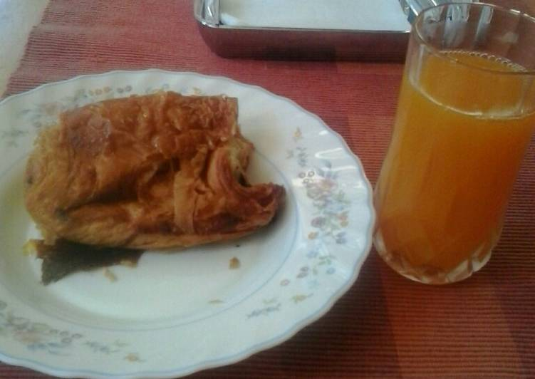 Orange juice+croissant