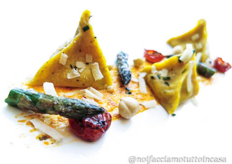 Ricetta Ravioli (Piramidi) Gluten Free agli Asparagi e Pesto Rosso