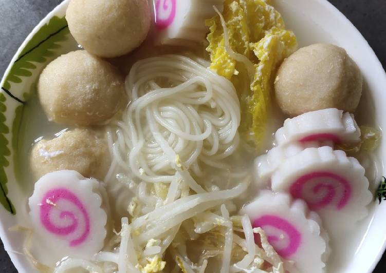 Narutomaki Noodle Soup