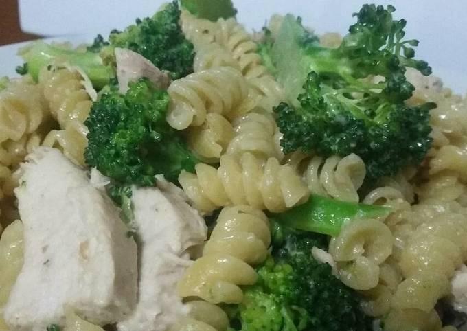 Recipe: Perfect Tahini chicken and broccoli rotini pasta