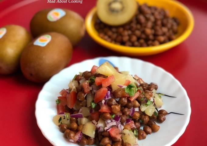 Healthy Kiwi Kala Chana Chaat (Black Chickpea Salad) – Weight Loss Recipe
