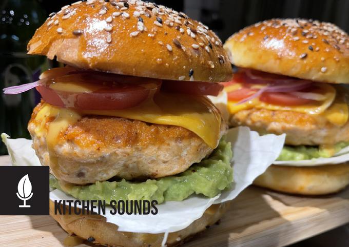 Salmon burgers 🥬🥑🐟🧀🍅