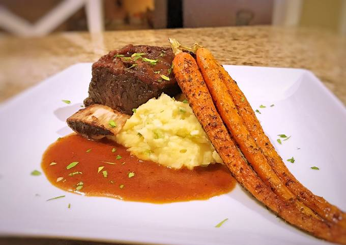 Braised short rib with horseradish whipped potatoes and roasted carrots
