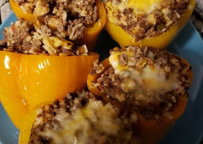 Holmstead Cookin': Stuffed Peppers