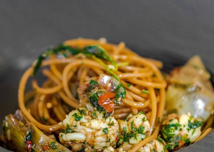 Spaghetti di Lenticchie con Scampi e Carciofi