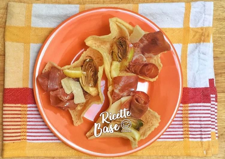 Cestini di parmigiano ripieni di coppa e carciofi marinati alla julienne