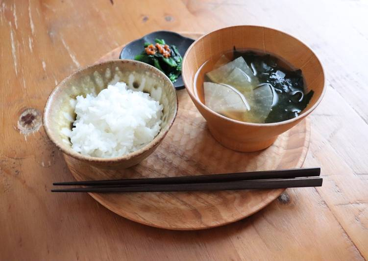 Easiest Way to Cook Perfect Japanese radish and seaweed miso soup
