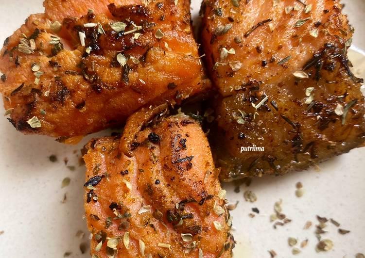 Salmon bumbu kari