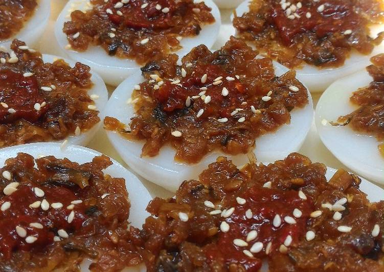 Steamed Rice Cake / Chwee Kueh - Laurie G Edwards
