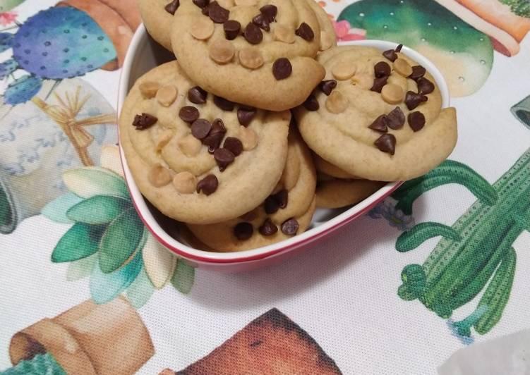 Ricetta Biscotti girella alle gocce di cioccolato