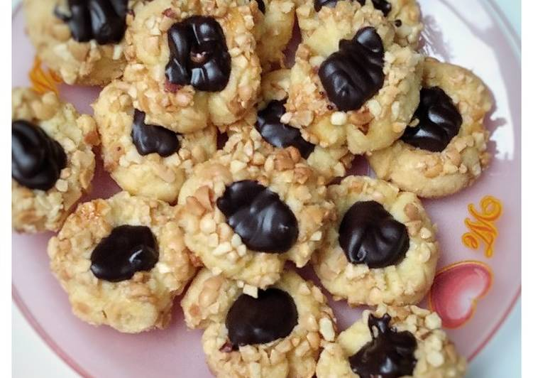 Thumbprint cokelat kacang cookies