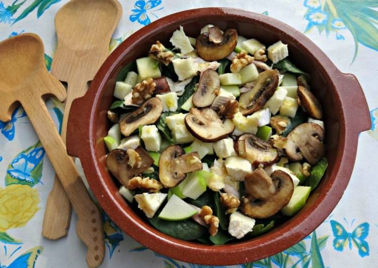 Camembert salad with walnuts and apple