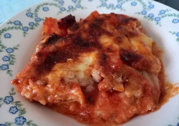 Lasagna con sugo di salsiccia