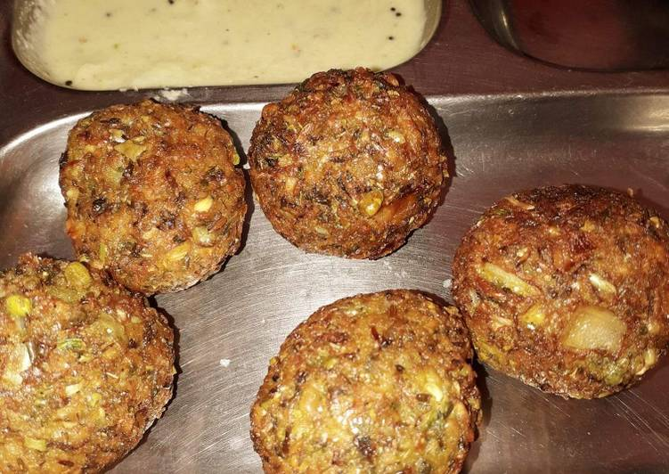 10 Minute Simple Way to Prepare Blends Whole moong and chana dal balls with coconut chutney