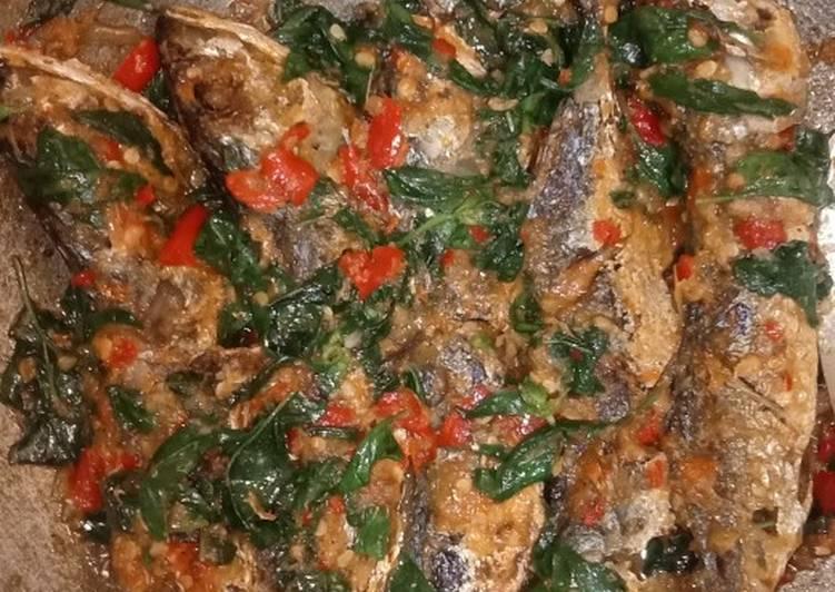 Ikan kembung kemangi pedas