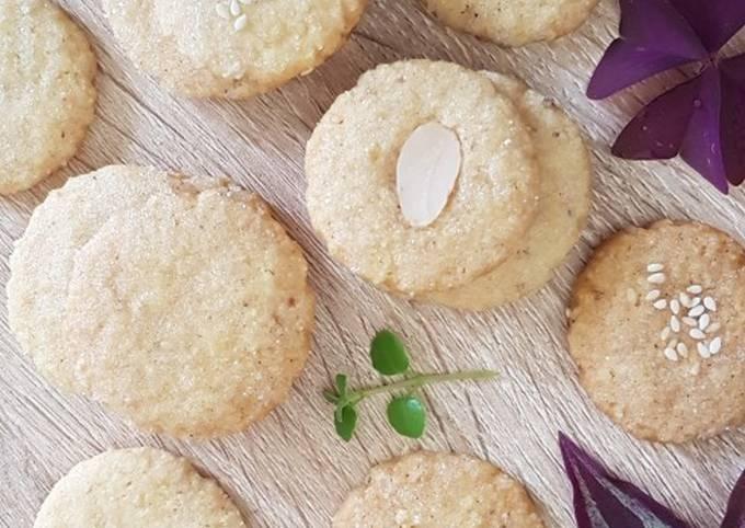 Butter Kukis Koin Almond Wijen (kue Lebaran)