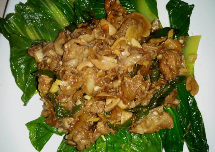 Pokcoy siram daging dan jamur kancing teriyaki