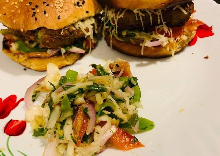 Palak Corn Burger/Whole wheat homemade buns