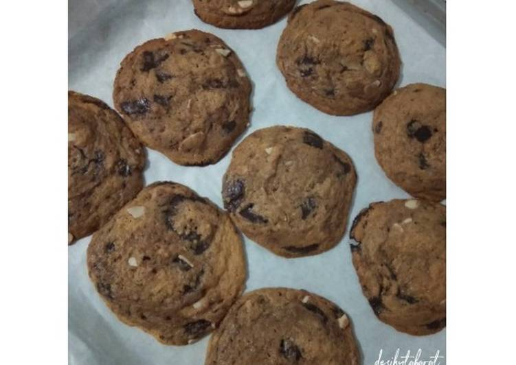 Soft Baked Choc Chunk Cookies