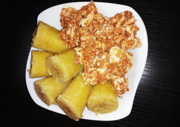 Boiled plantain with fried egg