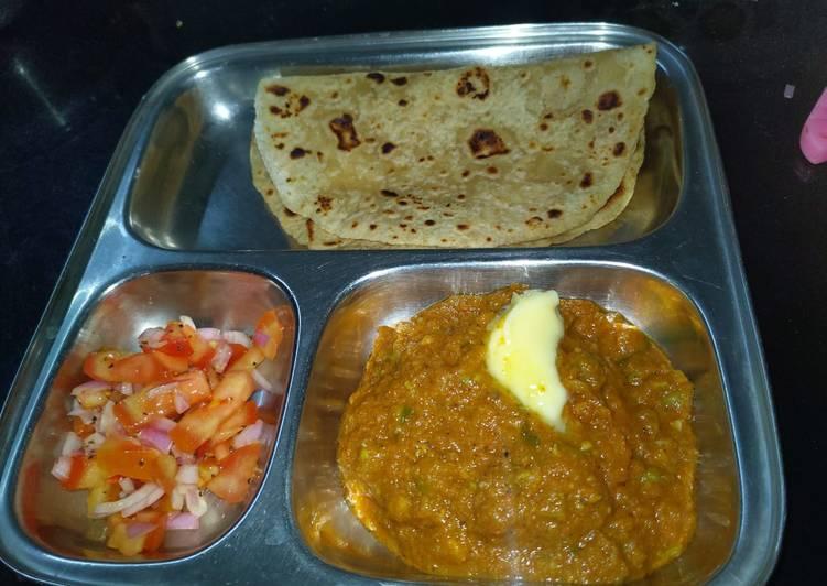 Kathiyavadi bhaji with paratha