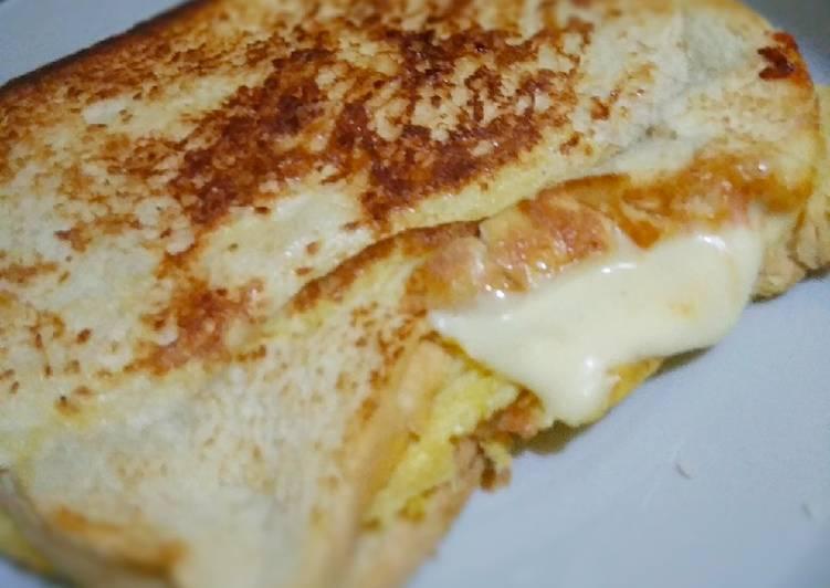 Roti bakar +telur+mozarella