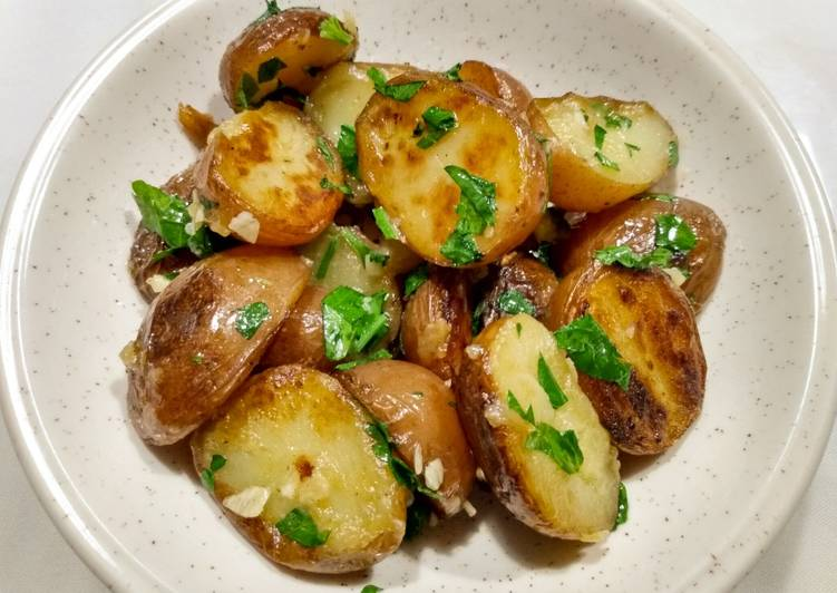 Garlicky herbed potatoes