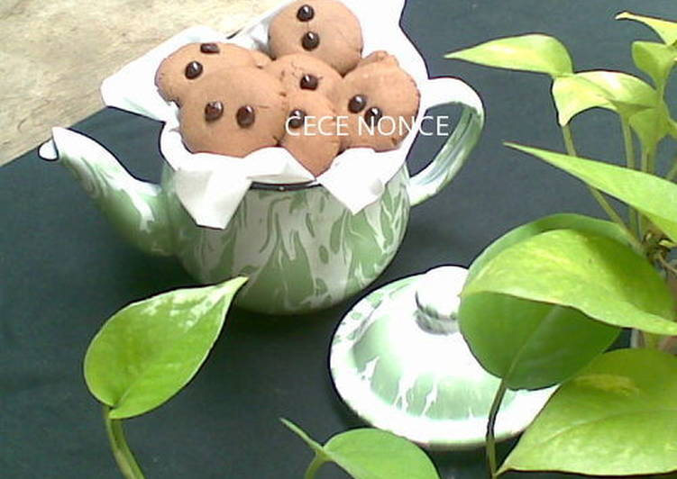 Eggless Choco Chip Cookies