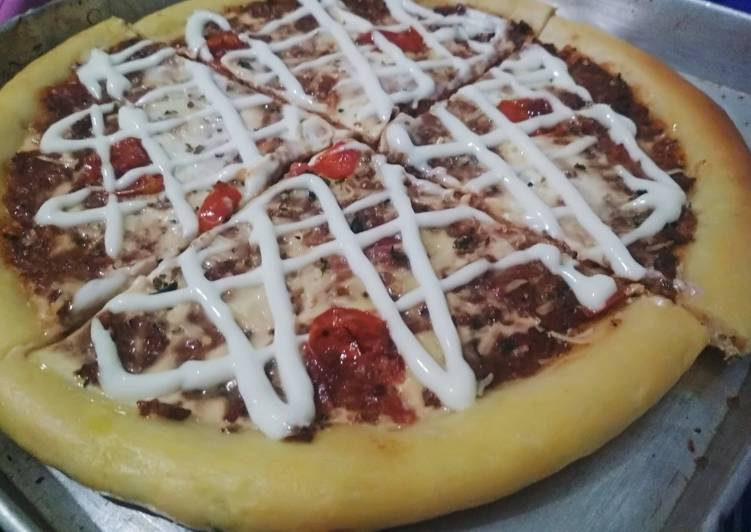 American pizza top with bolognese