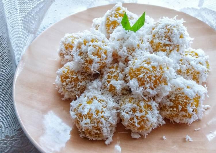 Klepon Labu Kuning / Pumpkin Sticky Rice Balls With Palm Sugar