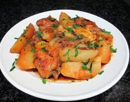 Guisodemuslo de polloy gajos de patatas con pimentón ahumado