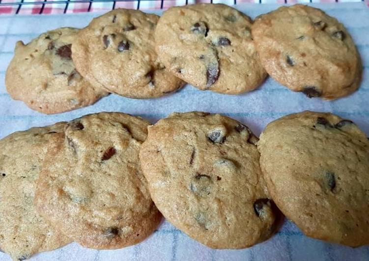 Chewy Melty Chocolate Chip Cookies