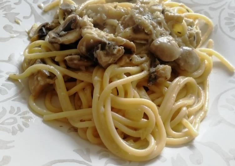 Espaguetis con queso brie