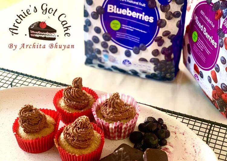 Recipe of Perfect Vanilla cupcakes with chocolate buttercream frosting