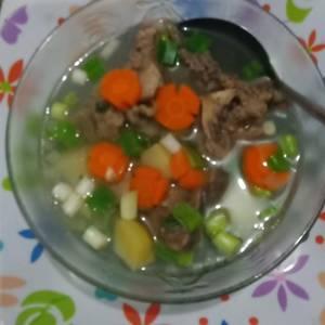 Sup iga bening plus sayuran