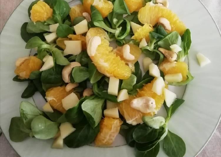Salade de mâche, orange, pomme et noix de cajou