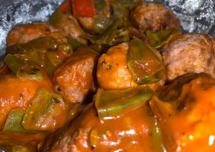 9. Albóndigas vegetarianas con salsa de tomate