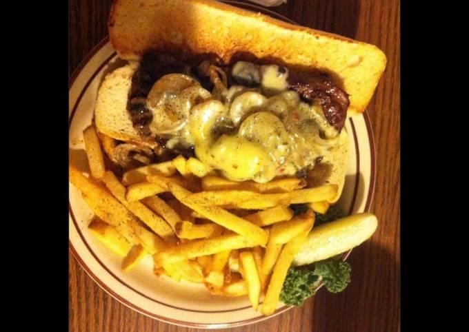 Sandwich de bœuf aux champignons et sauce au poivre