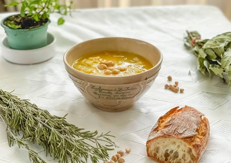 Soupe aux pois-chiches, chou cœur de bœuf, et velouté de légumes