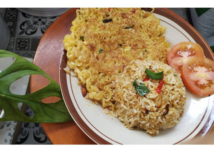 Nasi goreng with omelet mie