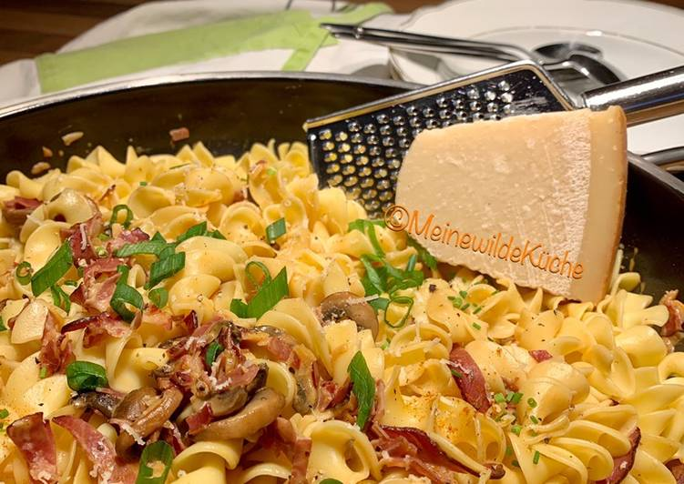 Easiest Way to Prepare Delicious Spirelli mit gebratenen Champignons und Speck