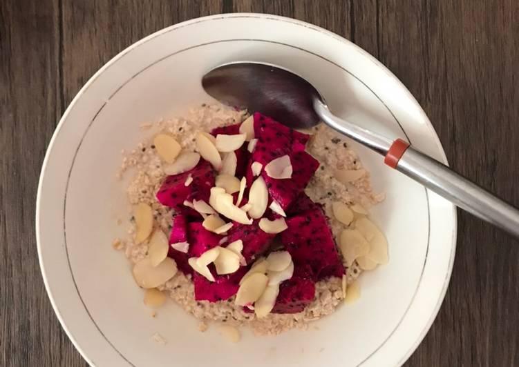 Resep Sarapan sehat dan kenyang👌🏻 Chia Seeds Oats with Almond & Dragonfruit Topping Paling dicari