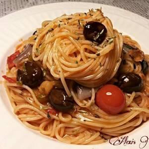 Espaguetis finos con anchoas y olivas amargas