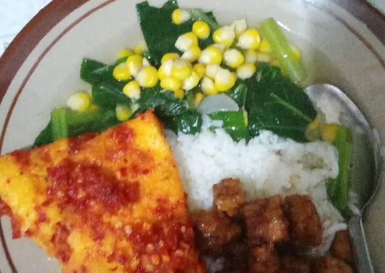 Sawi hijau bening + telur balado + tempe orek