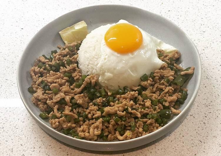 Thai basil pork (pad krapow moo)