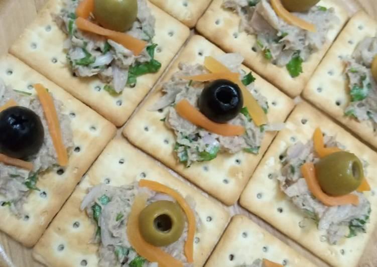 Crackers tuna fish snacks