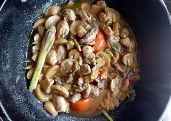 Ayam masak halia bersama cendawan butang