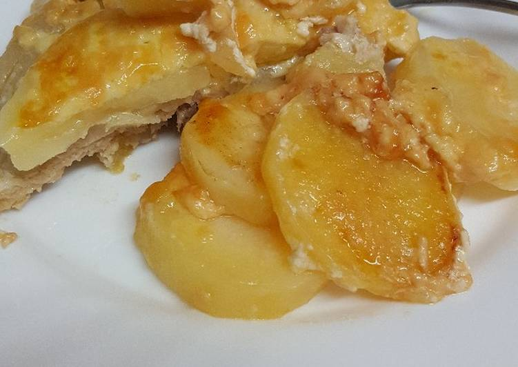Recipe of Any-night-of-the-week Meat with potatoes in the oven