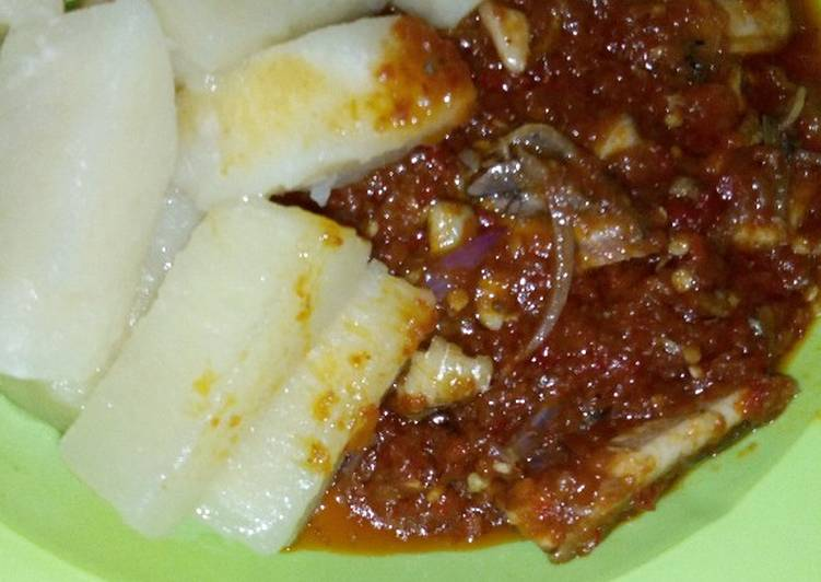 Boiled yam with fish sauce